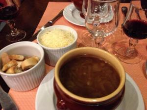 Aux Anysetiers du Roy -- French onion soup